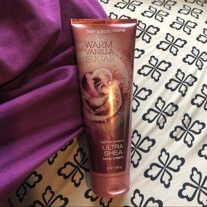 Warm Vanilla Sugar Bath and Body Works Lotion !!!!